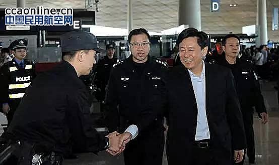 首都机场刘雪松国庆期间视察一线并慰问员工