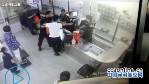 行李超标不愿托运,女子海口机场掌掴安检被拘