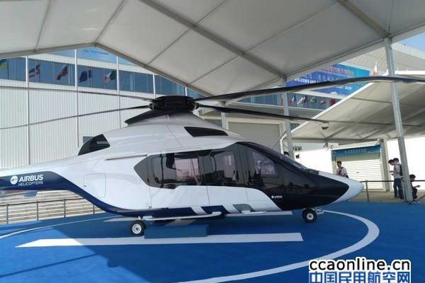 空中空车直升机携H160直升机参加静态展示