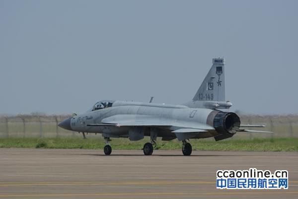 巴斯斯坦空军枭龙战机静态展示