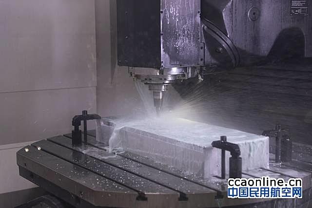 国产新舟700飞机在西安和沈阳同时生产制造开工