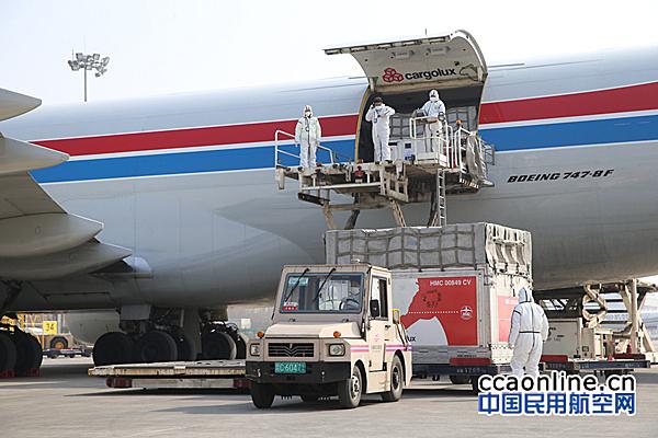 郑州机场货运航班平稳运行 今年货邮吞吐量累计突破40万吨