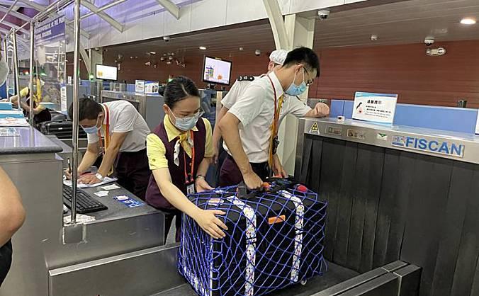 三亚机场顺利完成首架宠物客舱包机运输任务