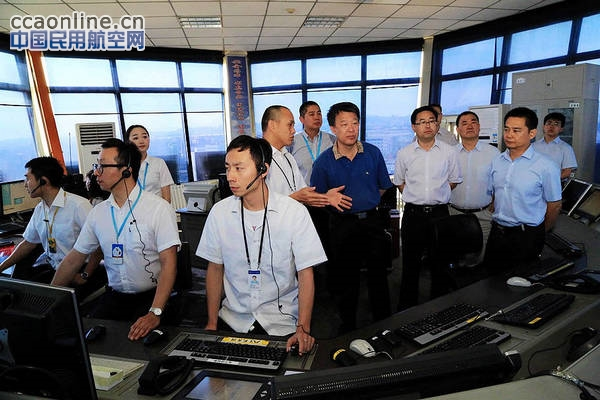 空管局局长车进军赴新疆空管局检查工作
