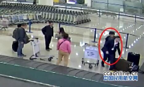 浦东机场员工与水客勾结,走私香烟价值上百万元