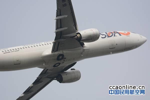 山航CRJ700进行飞行表演