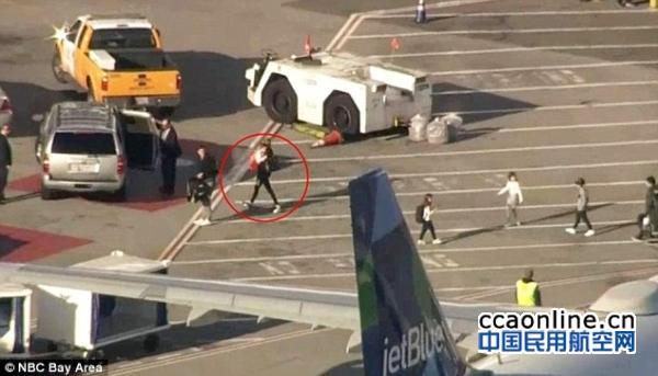 特朗普女儿乘廉航客机,一名男乘客辱骂被赶下机