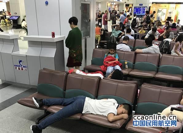 国航航班多次延误直至取消,百名乘客遭遇赔偿难