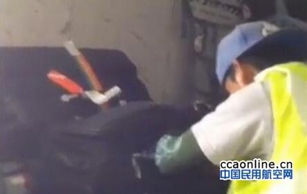 内鬼在捷星航空客机上偷旅客行李,遭机场警方逮捕
