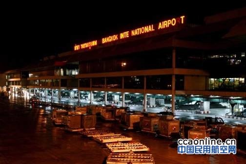 泰国机场行李安检员偷窃中国游客财物